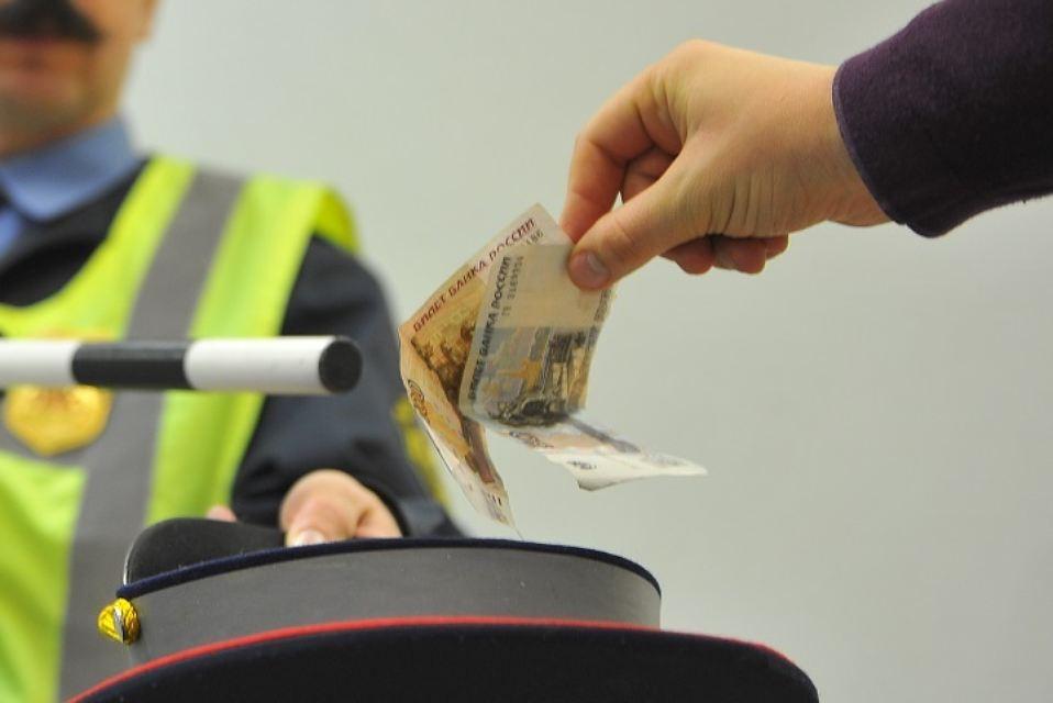 Наказание за дачу взятки сотруднику ГИБДД: какая ответственность грозит