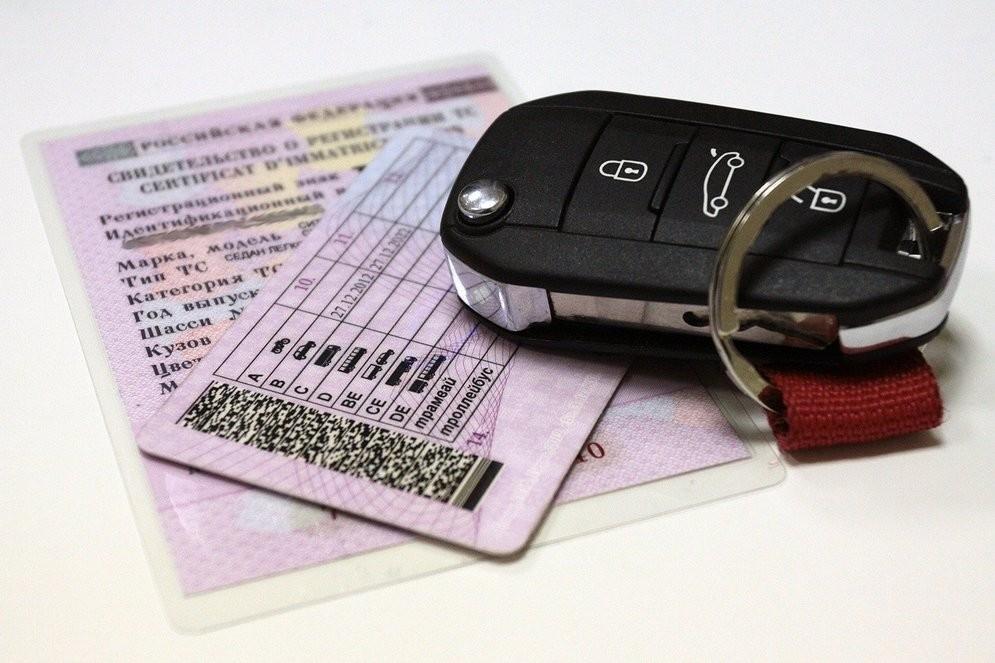 Суммируется ли срок лишения водительских прав